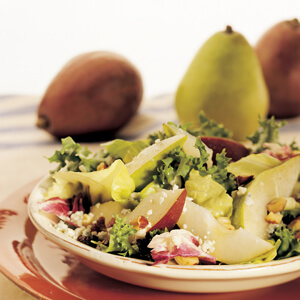 Mixed Green Salad with Pears and Blue Cheese