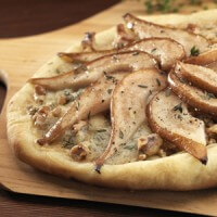 pear-gorgonzola-and-walnut-pizza