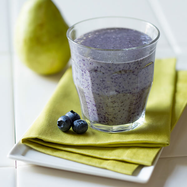 Pear, oatmeal and blueberry breakfast smoothie