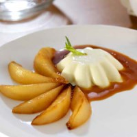 tarragon-panna-cotta-with-pear-caramel