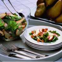 fresh-pear-salad-with-whole-wheat-croutons