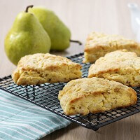 cheddar-pear-scones