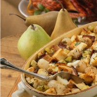 bread-stuffing-with-pears-bacon-caramelized-onions