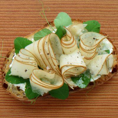 spring tartine pears