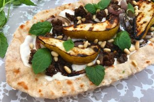 Pear, ground lamb and fresh mint flatbread