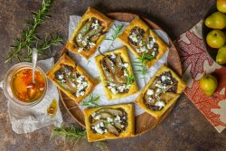 puff-pastry-tartlets-roasted-pear-caramelized-red-onions-goat-cheese-spicy-honey-drizzle