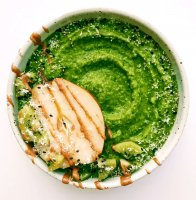 kiwi-pear-green-smoothie-bowl
